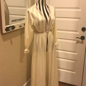 Vintage sexy long robe with lace detail